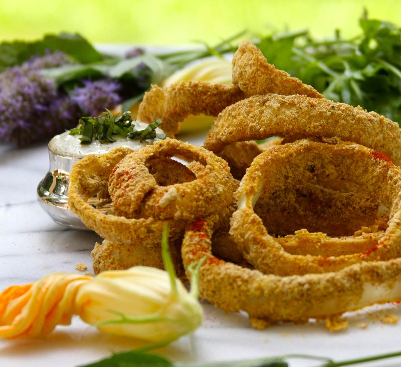 Fiery Onion Rings with Creamy Garlic Aioli Dipping Sauce - StyleNectar